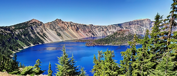 Crater Lake Panorama 2.jpg